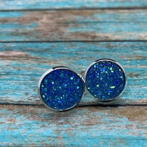 Sparkly blue stud earrings 12mm